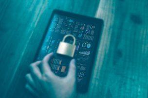 スマホにセキュリティ対策するイメージ
